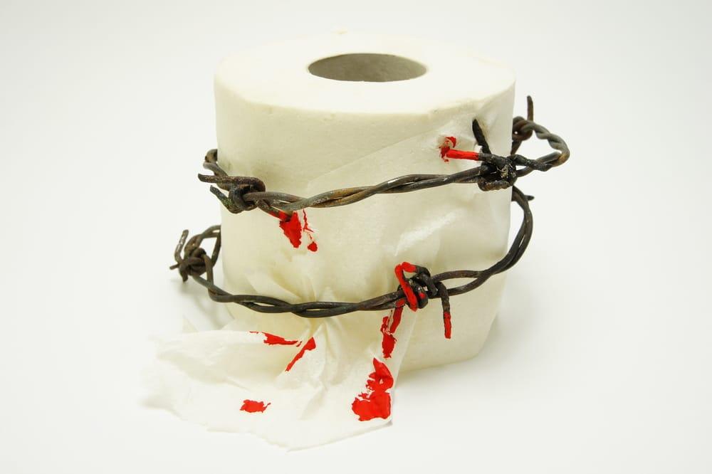 туалетная бумага со следами крови